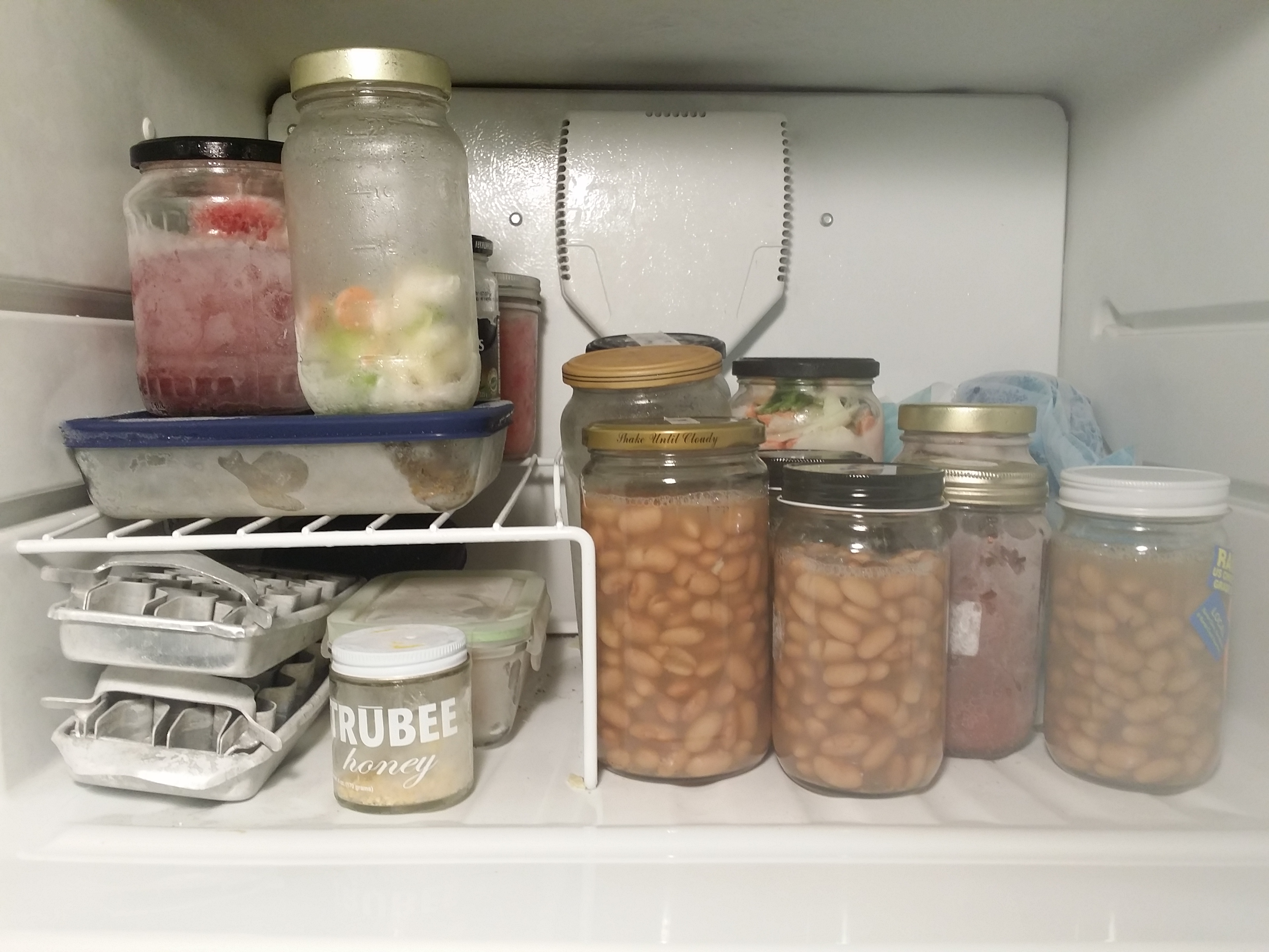 How to Freeze Food Without Using Plastic Posted on January 6, March 19, by The Zero-Waste Chef When I post pictures of my jar-filled freezer on social media, I get lots of questions about it, usually along the following lines.